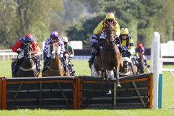 Glimpse Of Gold winning at Uttoxeter. 9/9/2020 Pic Steve Davies